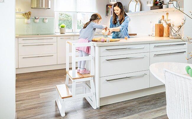 Kinderlernturm Vario nach Montessori - mit Kindern backen und kochen